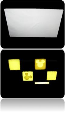 壁紙の中から照明が浮かぶ例